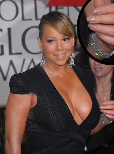 Mariah-carey-golden-globes-mannequin-hands